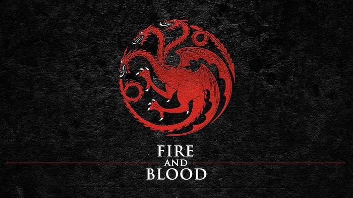game of thrones, das prequek house of the dragon, eine fahne mit drei großen roten drachen mit weißen zähnen und roten flügeln