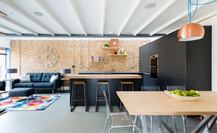 einrichtungsideen wohnzimmer inspiration, einrichtung in anthrazit, wanddeko uhr, ziegelwand