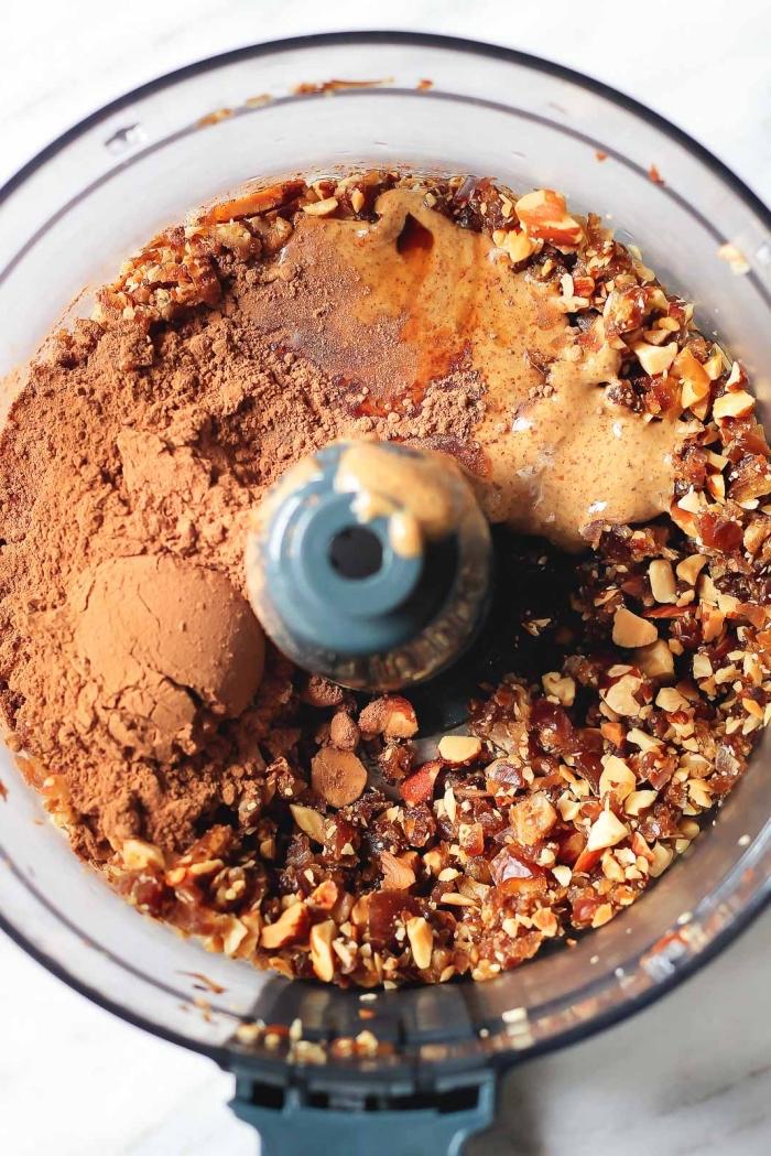 energie balls selber machen, eiweißbällchen mit pekannüssen, erdnussbutter und kakao