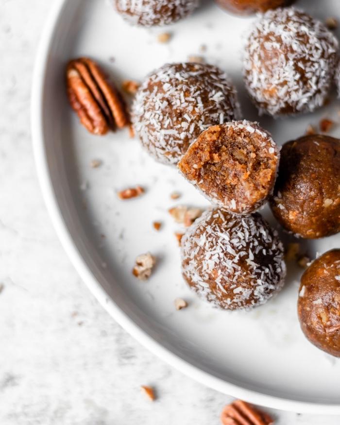energy balls, die bestne rezepte, energiebällchen mit pekannüssen, kürbis und kokos
