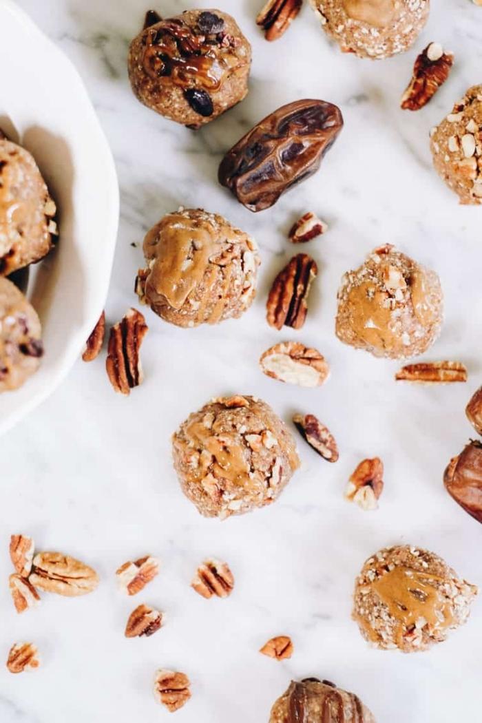 energy ball rezepte, selsbtgemachte energykugeln mit pekannüssenund erdnussbutter