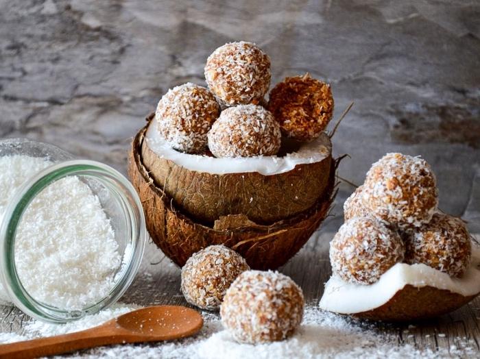 energy ball selber machen, stillkugeln rezept einfach, energiekugeln mit kürbis und kokos