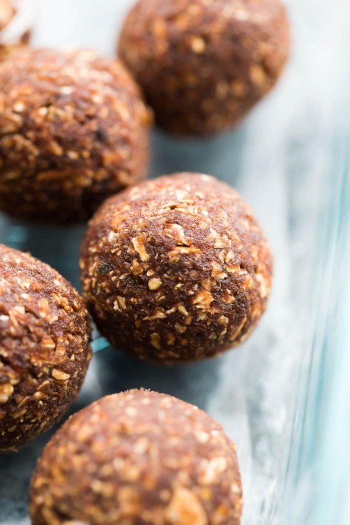 stillkugeln rezept, eiweikugeln mit kakao, und haferflocken, energy balls datteln