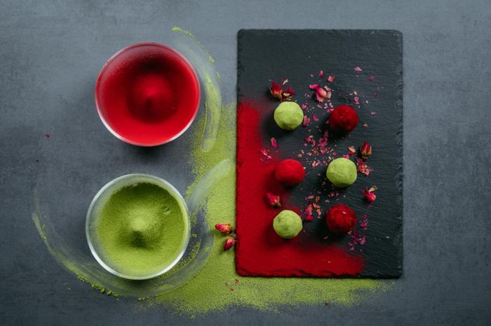 enegry balls selber machen, energiebällchen mit kakao, mandeln und datteln, einfaches rezept