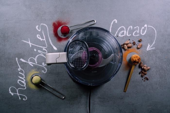 enegry balls selber machen, rohe energiebällchen mit kakao, datteln und mandeln, rezept