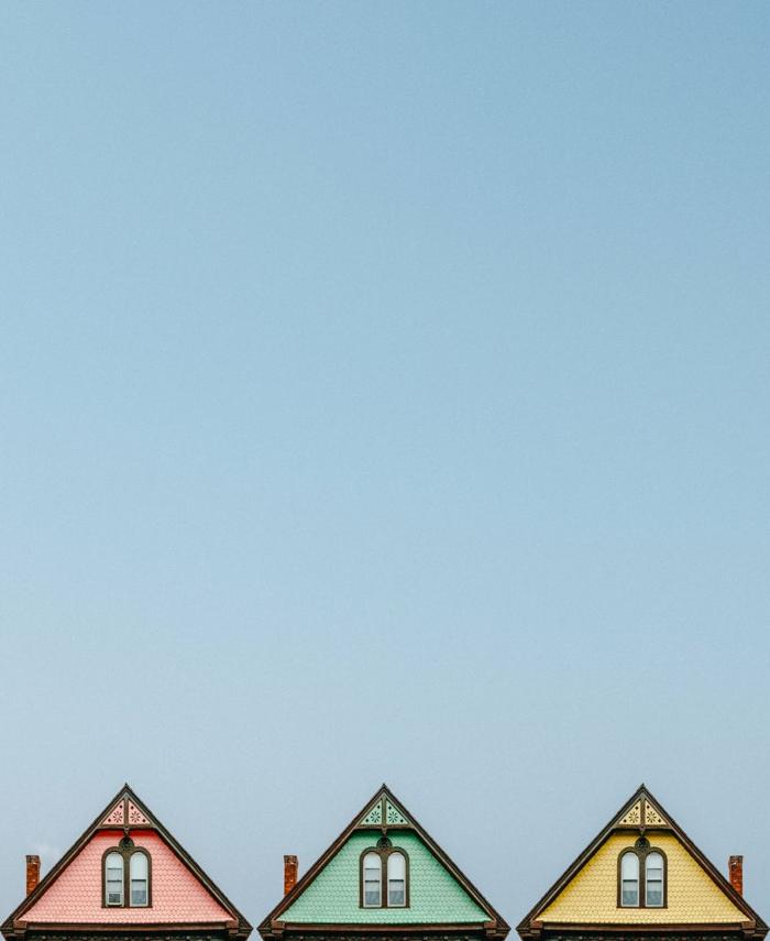 klassisches Flachdach in verschiedenen Farben mit alten Abdichtung