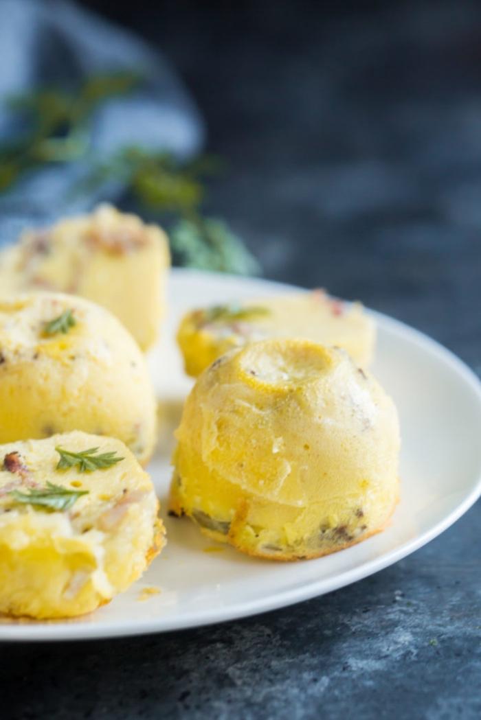 schnelle rezepte mit eiern, keto frühstück, salzige muffins aus eiern und kräutern