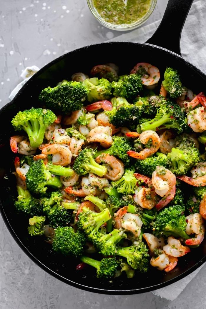 ketogene diät rezepte,garnelen mit brokkoli, eifnache zubereitung, gesundes mittagessen