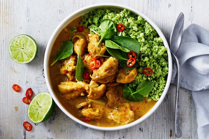 ketogene ernährung, die bestne ideen und rezepte, gericht mit hühnerfleisch und brokkoli