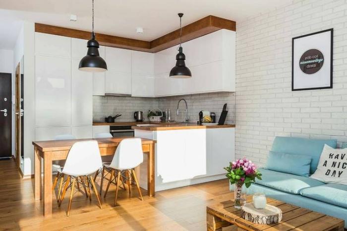 kleine räume einrichten, küche und wohnzimmer in einem ideen, weiße küchenschränke, holzelemente