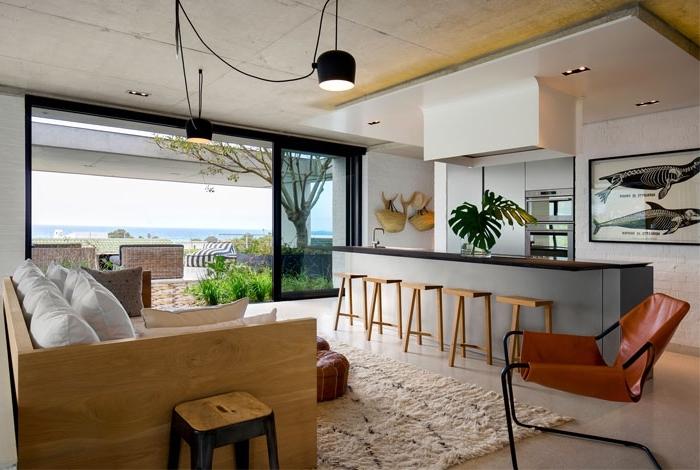 kleines wohnzimmer mit essbereich ideen, zimmer einrichten, lange kücheninsel, kleines sofa