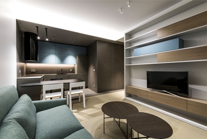 küche esszimmer und wohnzimmer in einem raum, einrichtung in braun, blaues sofa