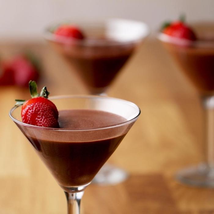 nachtisch im glas, schokomouse mit erdbeeren, mousse au chocolat rezept otiginal, zubereitung