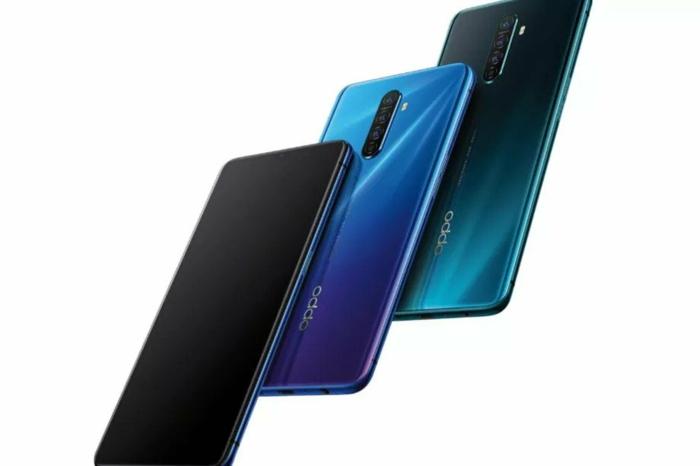 drei Smartphones in blauer Farbe, die neuen Modellen von Oppo