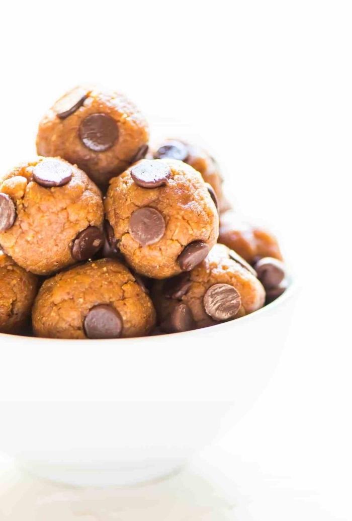 stillkugeln selebr machen, bliss balls mit erdnussbutter und schokolade, powerballs rezept