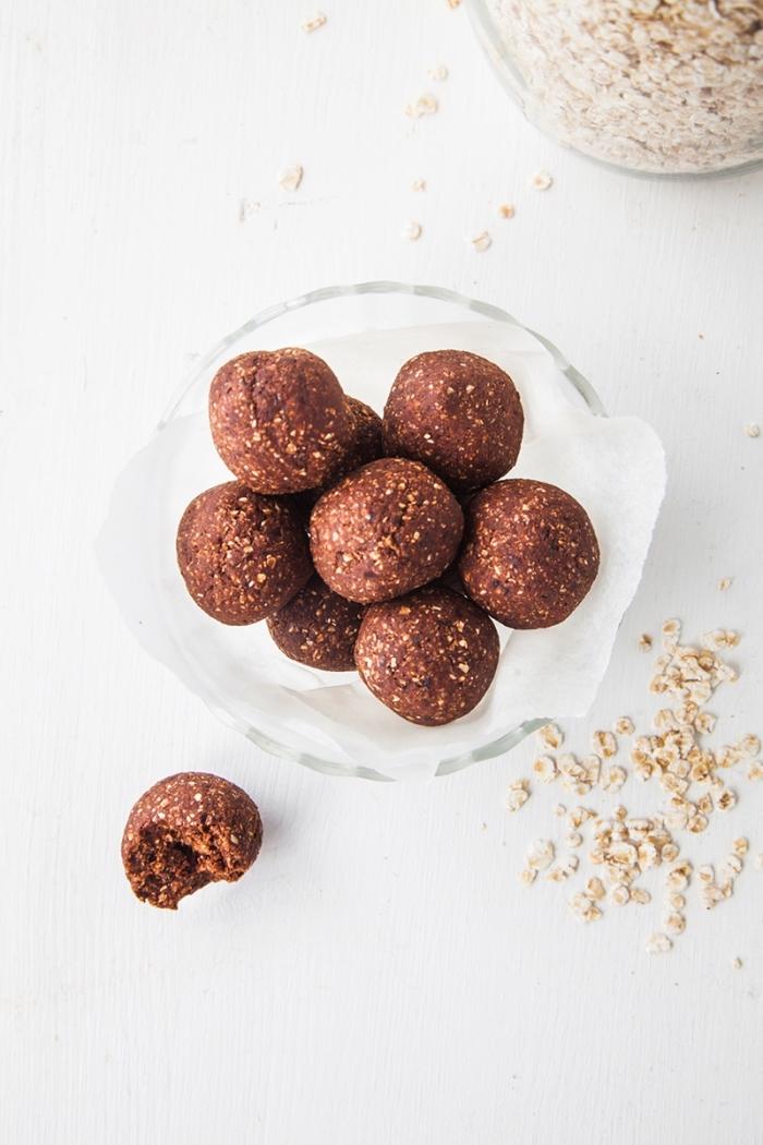 protein balls selebr machen, eiweißbällchen mit kakao und haferflocken, energiekugeln rezept