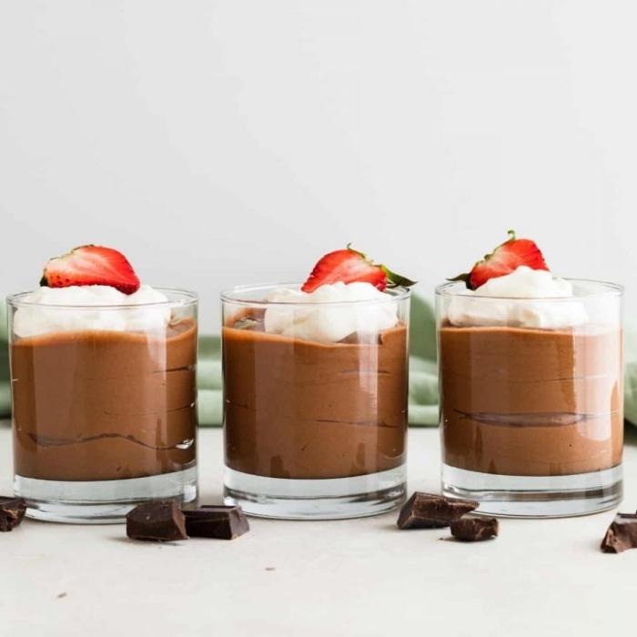 rezept mousse au chocolat, schokodessert zubereiten, party essen ideen, schokomousse