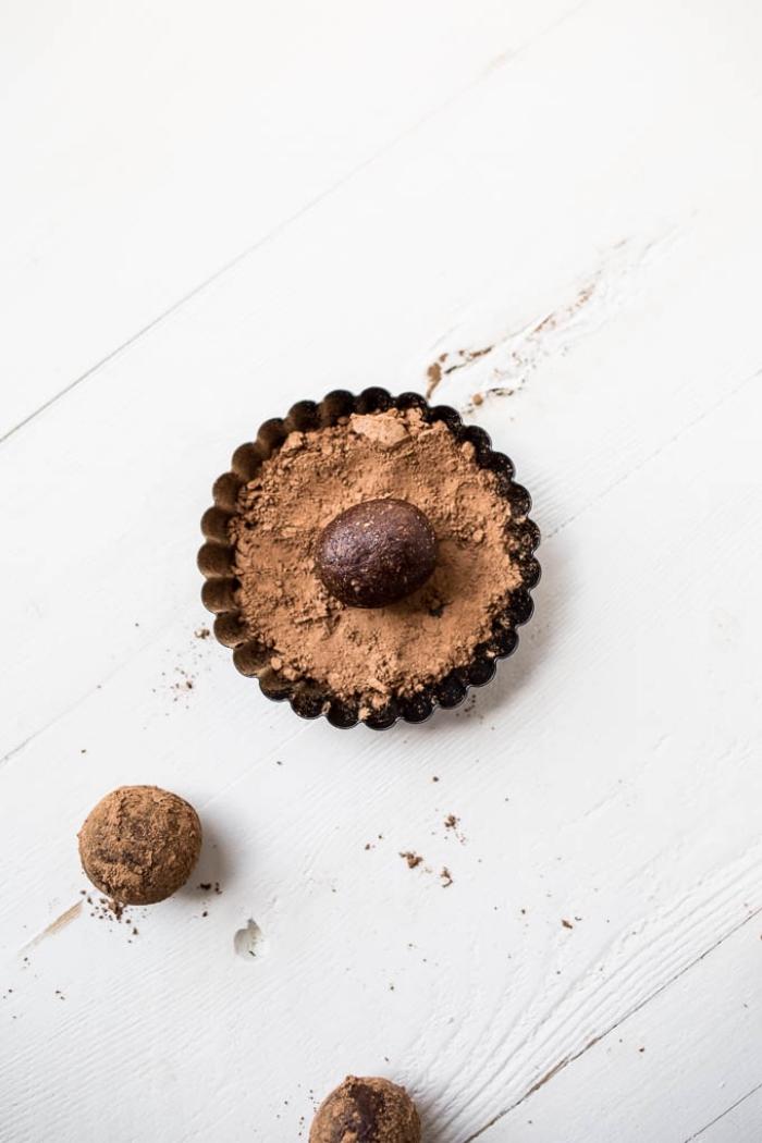 schnelle und einfache rezepte mit datteln, energykugeln mit kakao, proteikugeln