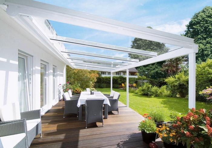 terrassenüberdachung die ebsten ideen im überblick, vor und nachteile, moderne überdachung aus stahl und glas