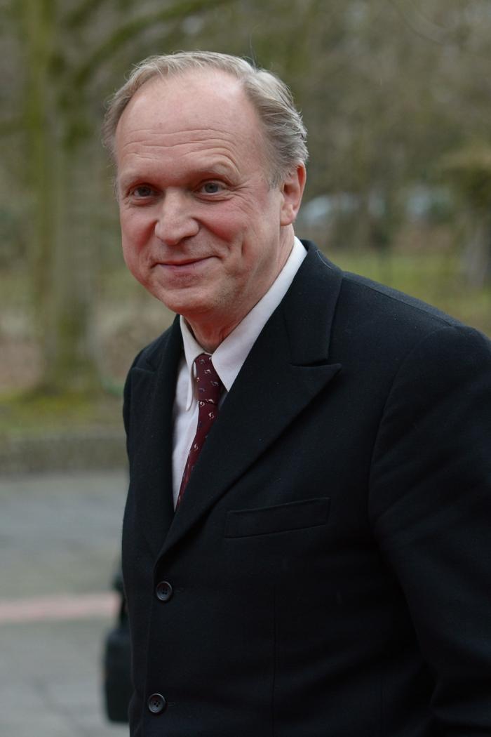 Ulrich Tukur ist der Autor von dem Roman Der Ursprung der Welt, sein erster Roman
