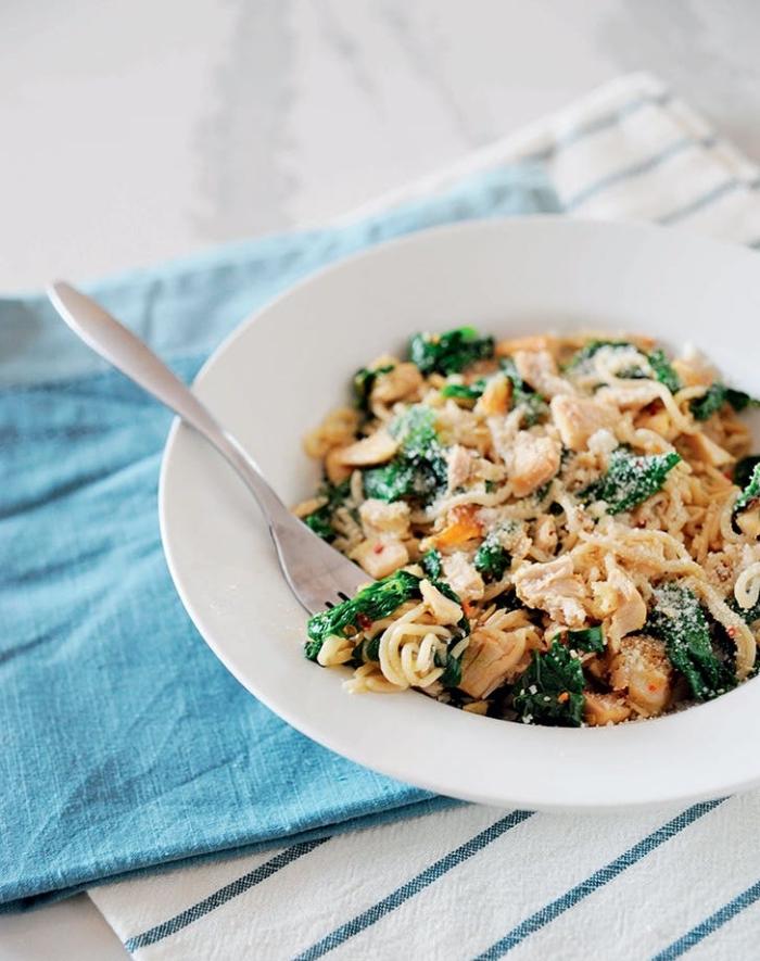 was ist keto diät, low carb pasta mit hühnerfleisch, brokkoli und käse