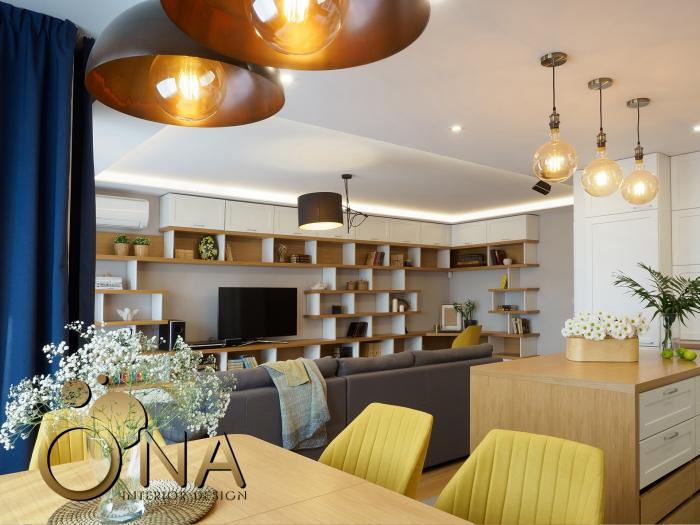 wohnzimmer gestalten tipps, wohnzimmergestaltung ideen, gängende leuchte, küchenschränke mit regale