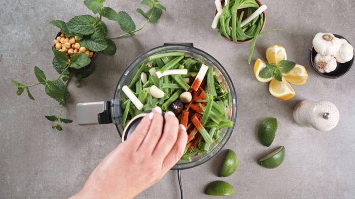 was koche ich heute, leckere grüne falafels aus kichererbsen uns kräutern