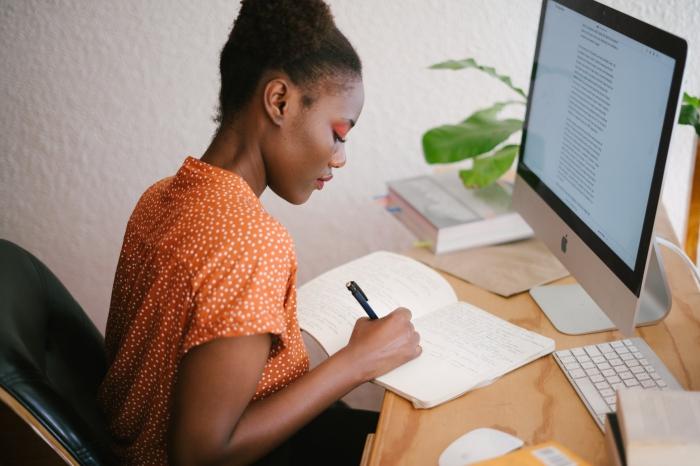 abeitszimmer und gästezimmer kombinieren, home office einrichten ideen, arbeitszimmergestaltung tipps
