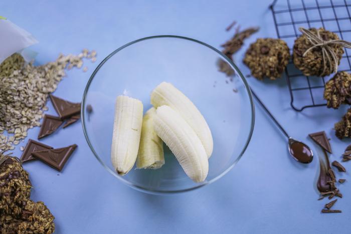 cookies rezept mit bananen, schüssel aus glas, nachtisch ideen, gesunde kekse mit haferflocken