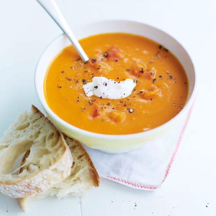 cremesuppe selber machen, leckere suppe mit gemüse, gemüsesuppe rezept ideen