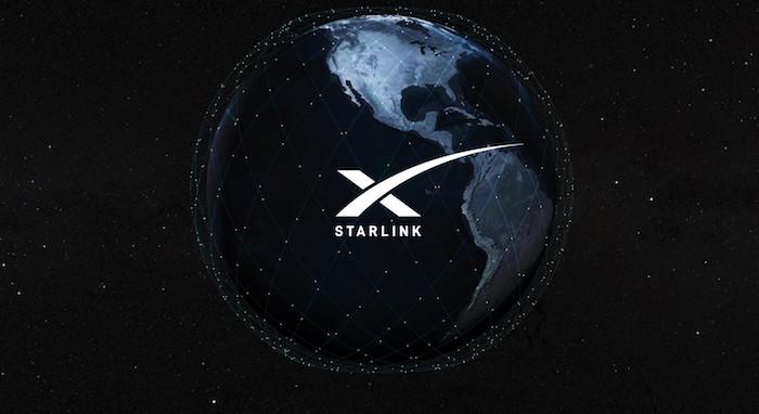 das projekts starlink von elon musk, die erde und viele kleine blaue fliegende satelliten, weltall mit sternen