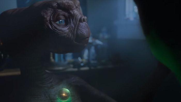 der werbespot a holiday reunion mit dem außerirdischer et mkt großen blauen augen, eine werbung von der firma xfinity