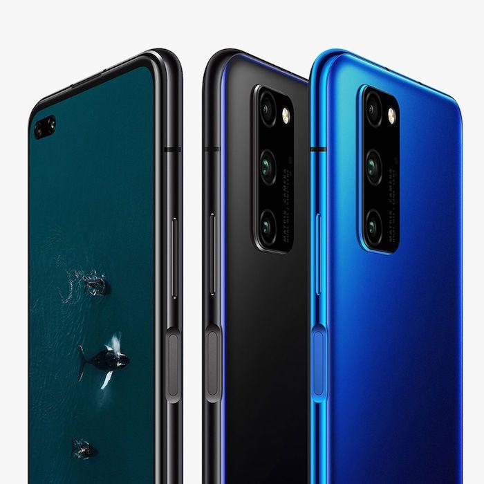 ein schwarzes smartphone mit wal und meer, drei handys mit selfiekameras, schwarze und blaue smartphones honor view 30
