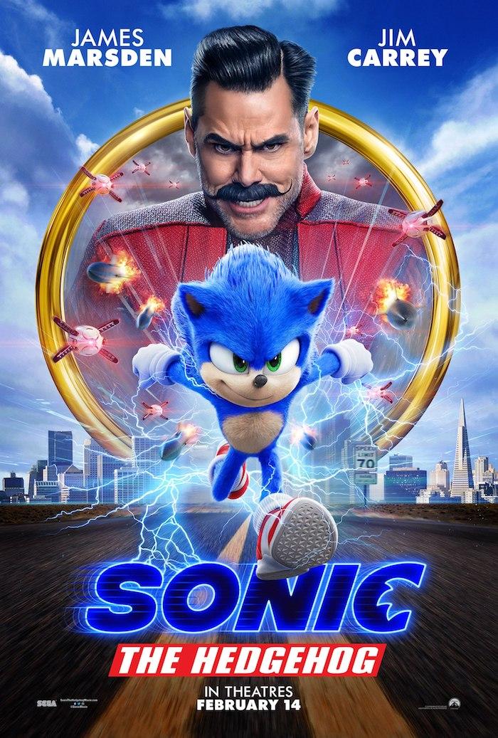 poster zu dem film sonic the hedgehog mit einem kleinen blauen rennenden igel mit grünen augen, der schauspieler jim carrey und fliegende drohnen