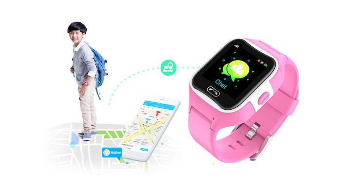 eine große roasfarbene uhr für kinder mit einem schwarzen display, die smartwatch Sma-Watch-M2, ein weißes smartphone und ein kind