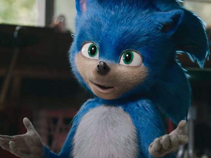 der film sonic the hedgehog, eine szene aus dem film, ein kleiner blauer igel mit großen grünen augen