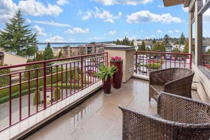 beige fliesen, terrassen fliesen kaufen tipps, außenbereich gestalten, terrassenmöbel aus raten