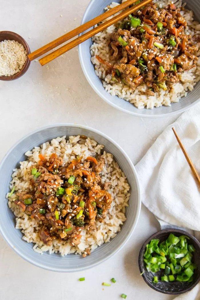 gerichte mit hackfleisch, reis mit fleisch und sojasoße, teriyaki huhn zubereitung