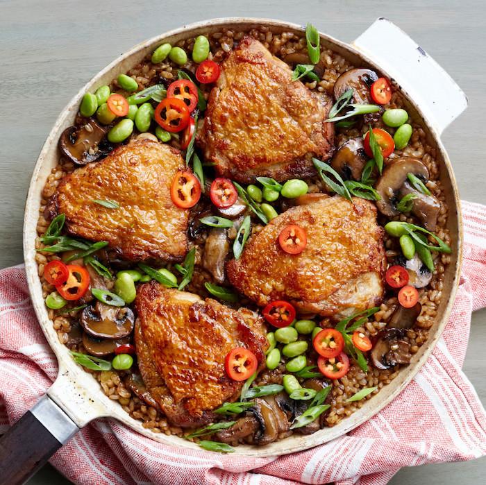 gerichte zum abnehmen, hühnerfleisch mit gemüße, chili paprika, grüne bohnen
