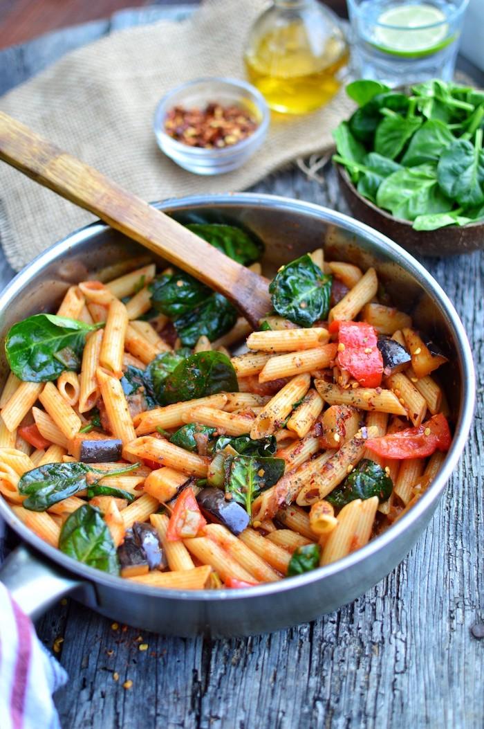 pasta mit basilikum und tomaten, gesundes essen rezepte, zubereitung unter 30 minuten