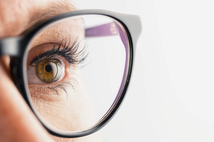 junge frau mit brille, Augenheilkunde