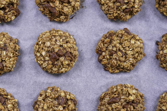 kekse backen, rezepte zum selbermachen, selsbtgemachte cookies mit bananen und schokoalde