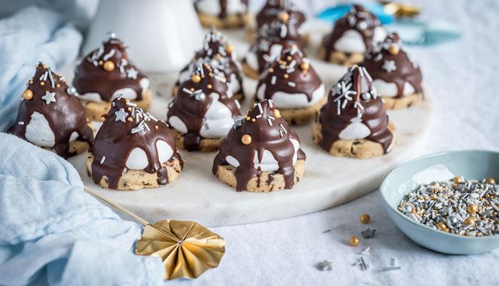 kekse mit schokolade rezeot, weihnachtsdessert ideen, kekse mit meringuencreme und schokoalde