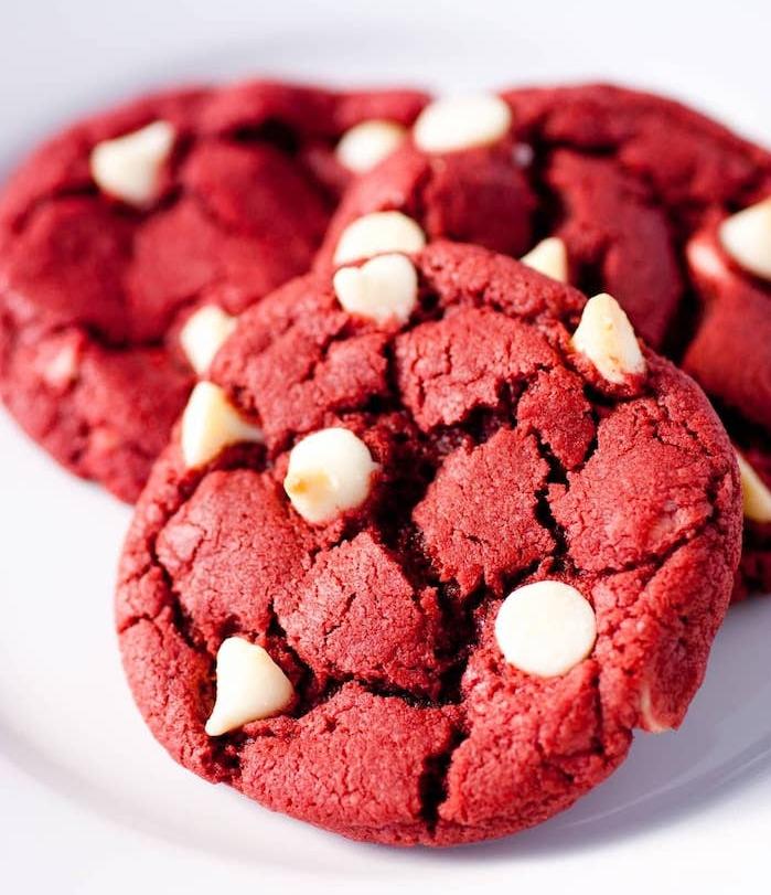 red velvet cookies, leckere plätzchen einfach uns schnell, keksenrezept mit weißem schokoladenchips