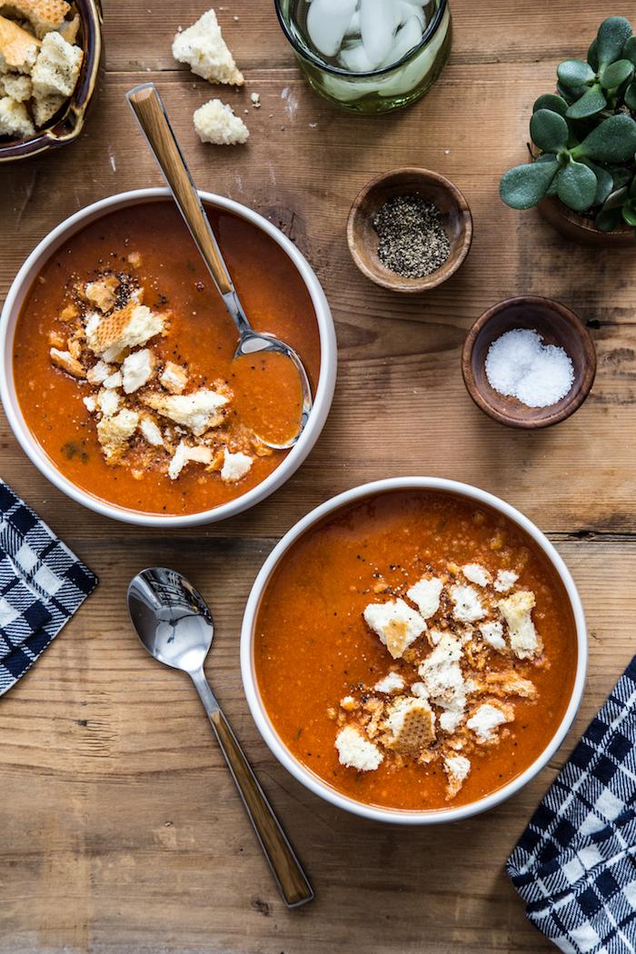 pürierte gemüsesuppe, gesunde rzeepte, suppe mit tomaten und paprikas, mittagessen unter 30 minuten