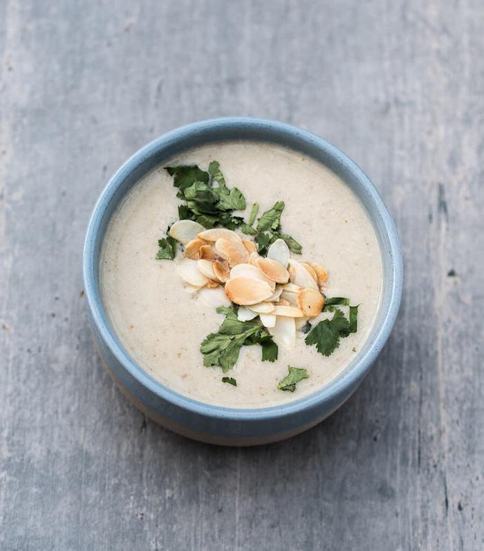 pürierte suppen ideen, einfaches mittagessen, warmes gericht, gesund essen, pilzensuppe