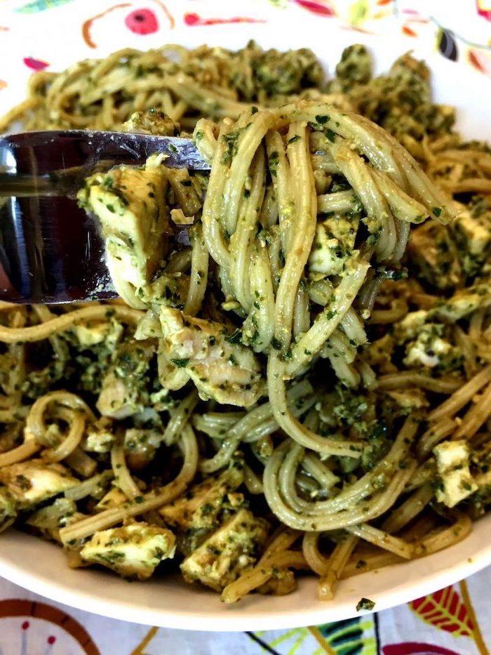 zuccini nudeln mit kräutern, schnelle gesunde rezepte, low carb pasta ideen