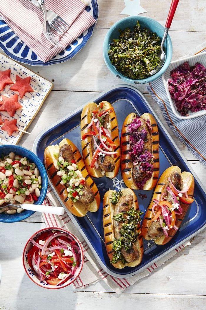 schnelle rezepte abendessen, picknick essen ideen, einfache sanwiches, hot dogs mit kräutern