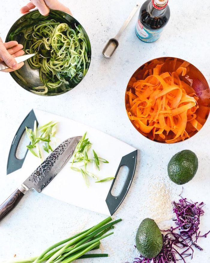 schnelle rezepte mittagessen, abednessen schnell, zucchini nuddeln, gemüse schneiden, karotten