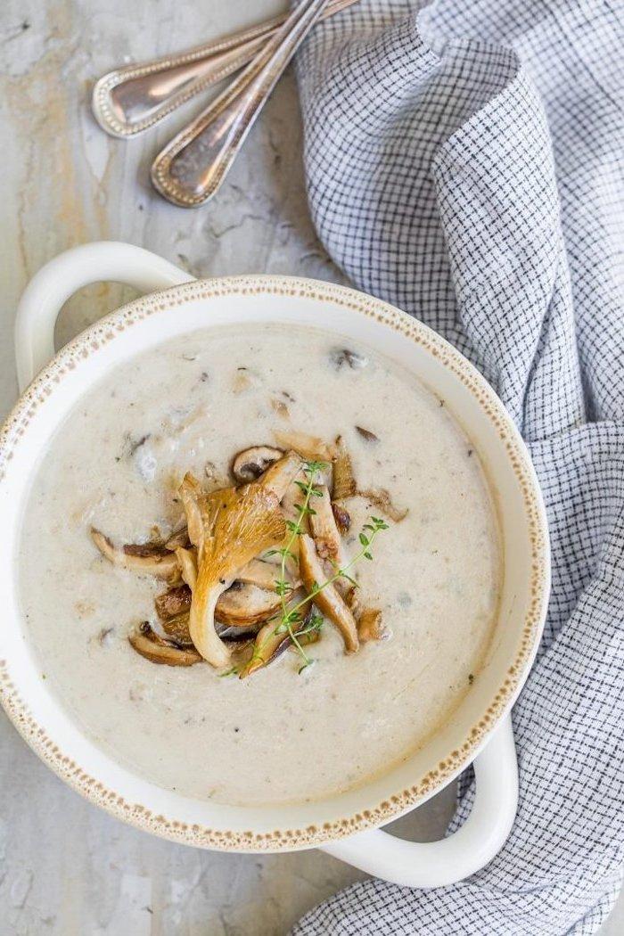 einfaches suppenrezept, suppe mit pilzen, pilzensuppe zubereiten, gesundes abendessen